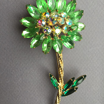 Possibly D&E Juliana Rhinestone Flower Pin - Costume Jewelry