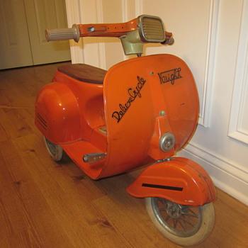 Vintage Pedal Scooter - Model Cars