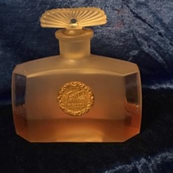 "Richard Hudnut ""Vanity"" Perfume 1915"