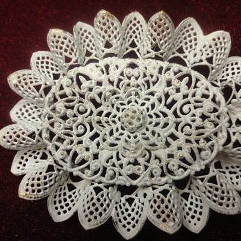 Metal white lack brooch like lace - Costume Jewelry