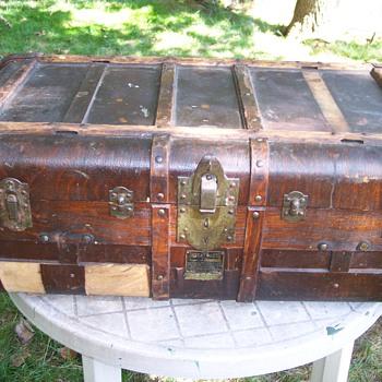 Indestructo trunk - Furniture