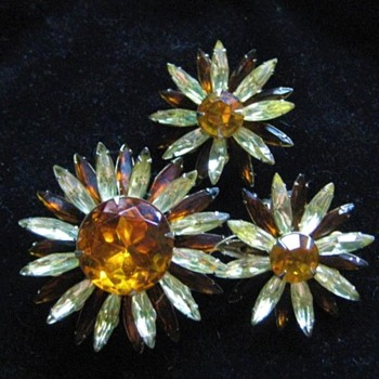 Judy Lee Brooch Earring Set # 2 - Costume Jewelry