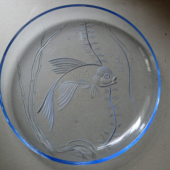 glass charger fish motive