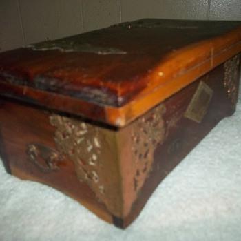 CEDAR CIGAR/CIGARETTE BOX