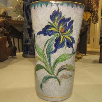 Unusual Iris Vase ? - Pottery