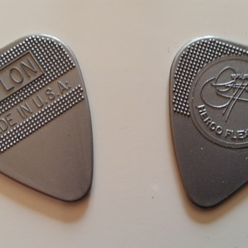 kiss gene simmons plectrums actually used in concert (europe tour) - Music Memorabilia