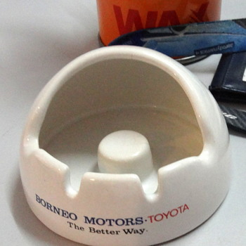 Borneo Motors - Toyota- ceramic ashtray - Tobacciana