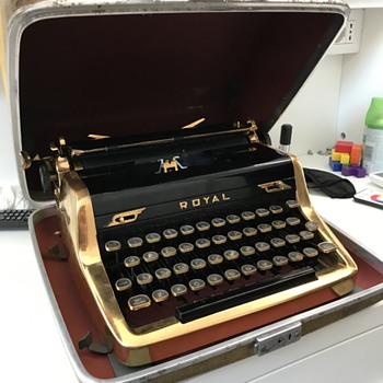 Ian Fleming Gold Typewriter - Excellent Condition - Office