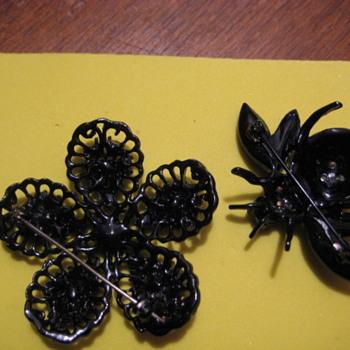 WEISS Jappaned & Rhinestone BEE & FLOWER brooch - Costume Jewelry