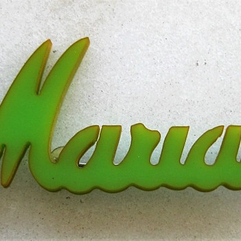 Marian green bakelite brooch - Costume Jewelry