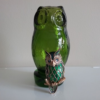 Jomaz owl brooch, Pilgrim Glass owl  - Art Glass