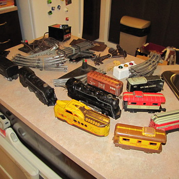 OLD TRAIN, NEED TO KNOW WHAT THEY ARE AND WHAT ITS WORTH.. - Model Trains