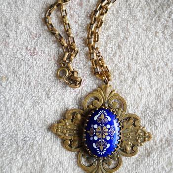 MIRIAM HASKELL PENDANT - Costume Jewelry