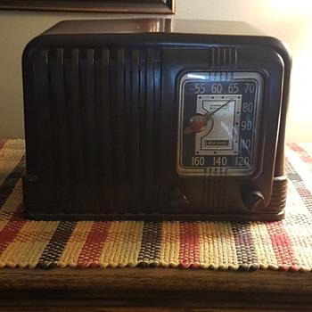 Vintage Radio RCA Victor Nipper