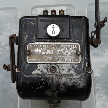 MINNEAPOLIS-HONEYWELL damper (?) motor - Electronics
