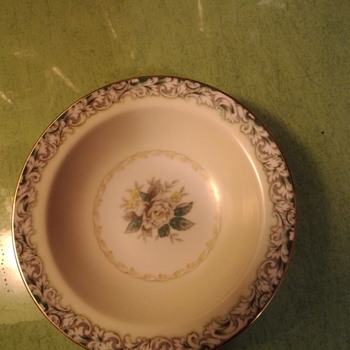 my mystery in the cupboard - China and Dinnerware