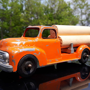 Hubley Kidddietoy 452 Log Truck - Model Cars
