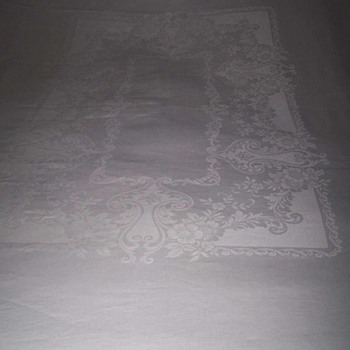 """Vintage LINEN DAMASK Tablecloth 72""""x86"""" & 6 Napkins 21-inches by 22-inches Floral Pattern"""