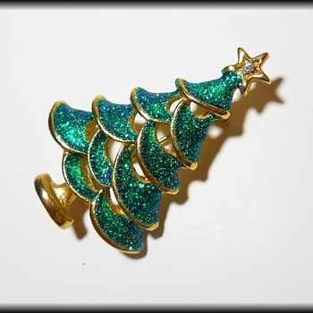 Costume jewelry - Christmas Tree Brooch - Unmarked - Christmas