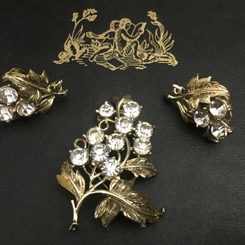 Coro brooch and earrings - Costume Jewelry