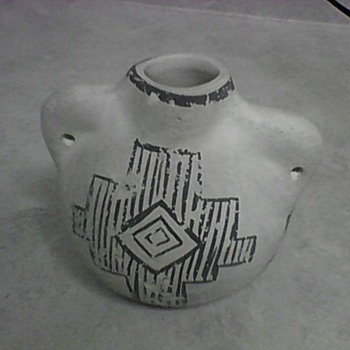 NATIVE AMERICAN POTTERY - Native American