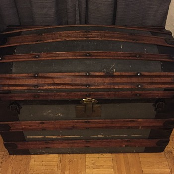 HELP! Any ideas of the age, company or value of this trunk? - Furniture