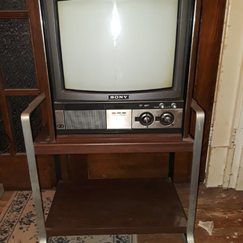 SONY TRINITRON color TV with stand - Electronics