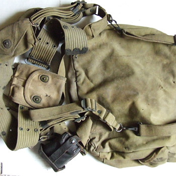 WW II U. S. Army backpack assembly - Military and Wartime