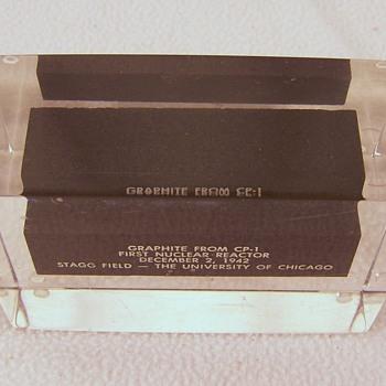 Graphite paperweight 1942 - Art Glass
