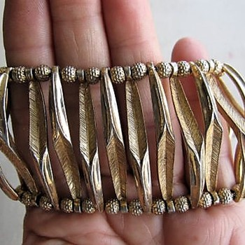 Trifari leaf bracelet - Costume Jewelry