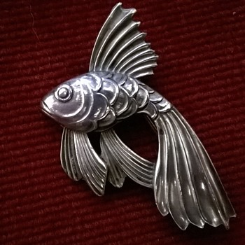 Ken > Siamese Fighting Fish/Beta Brooch