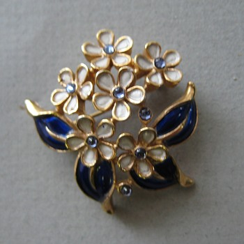 Tiny Trifari Forget Me Knot Pin - Costume Jewelry