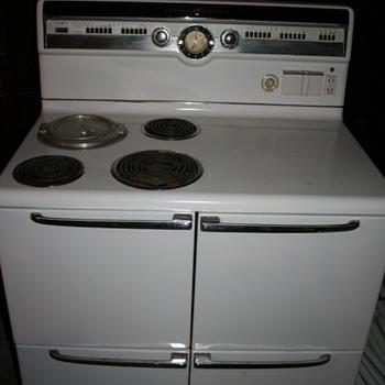 Vintage 1952 G.E. Stove  - Kitchen