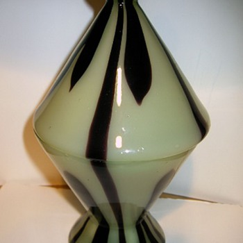 Kralik - black flame - Art Glass