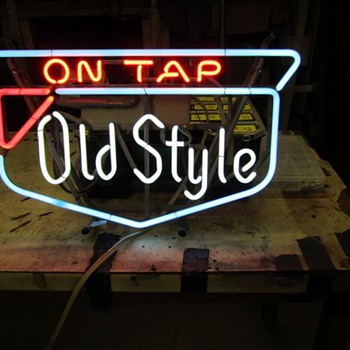 Old Style Neon 1975 0r 1976 - Breweriana
