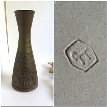 Mid Century Vase Makers Mark? - Pottery