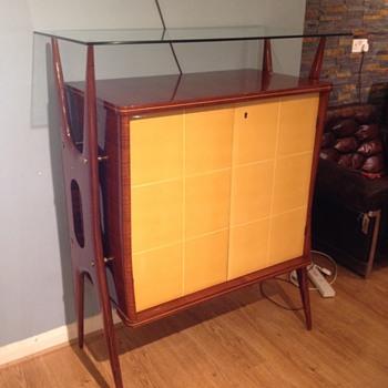 A beautiful side board - Furniture