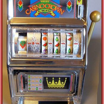 TOY BANK -- Slot Machine - Toys
