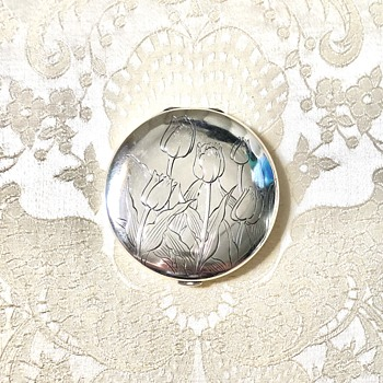 950 Silver Powder Compact Mirror with Hand Engraved Tulips - Accessories