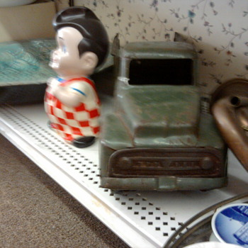 Bob' Big Boy bank and old Buddy L Truck. - Coin Operated