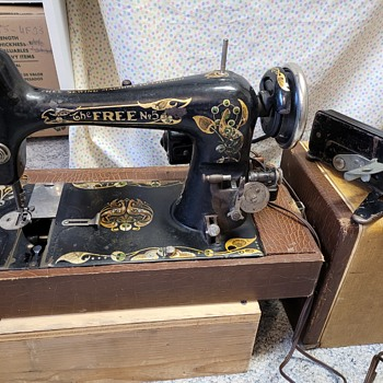 looking for info about this machine--Free # 5 Sewing Machine - Sewing