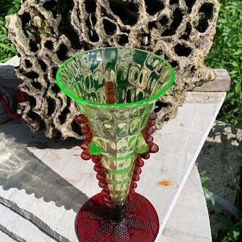 Uranium & cranberry vase - Glassware