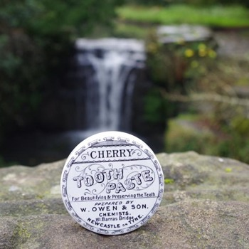W OWEN & SON NEWCASTLE CHERRY TOOTH PASTE POT LID