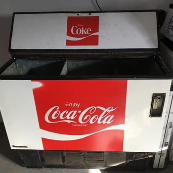 Any idea the year of this cooler ? - Coca-Cola