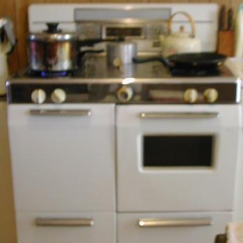 Magic Chef Gas Range