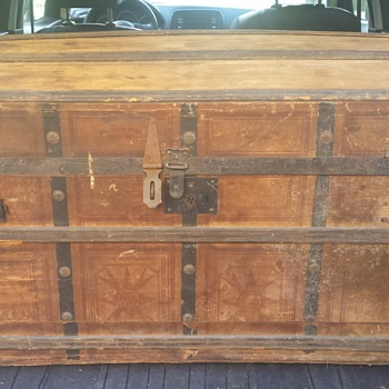 Civil War era (?) trunk/foot locker.  Spent $10 on it.  Tips appreciated.   - Furniture