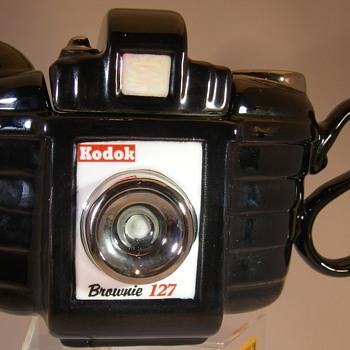 Kodak brownie Tea pot - Cameras