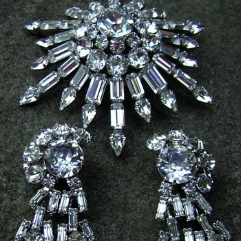 Kramer NY brooch set - Costume Jewelry