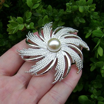 Sarah Coventry Brooch - Silvery Sunburst - Costume Jewelry