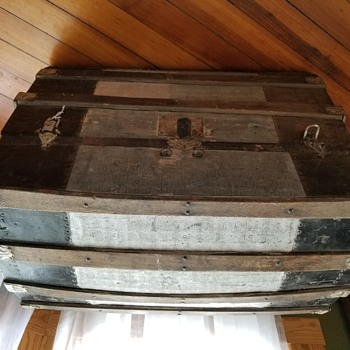 Flea Market trunk - Furniture